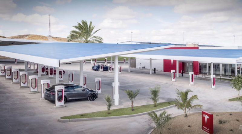 Tesla-Kettleman-City-Supercharger-center -featured image