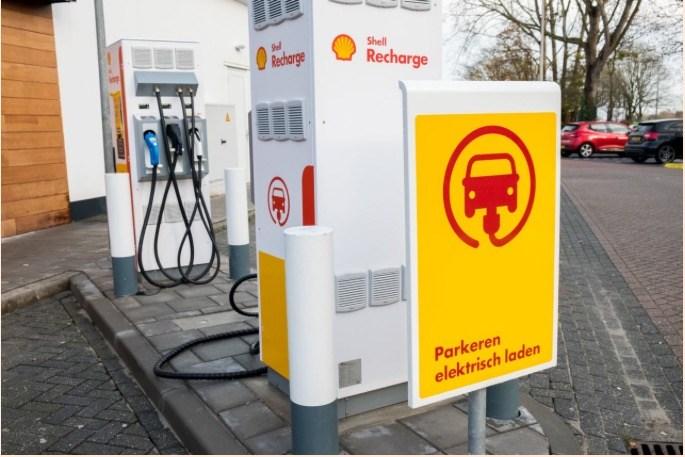 Royal Dutch Shell Recharge center-Gerard Til : Hollandse Hoogte